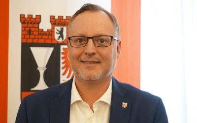 Stadtrat für Jugend und Gesundheit Falko Liecke (CDU) mit Erklärvideos für Kinder, Jugendliche und Familien
